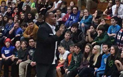 Green Bay Packers star William Henderson visits Thomas Jefferson School